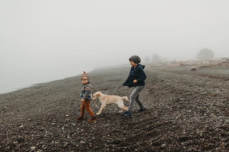 2-kids-walking-dog
