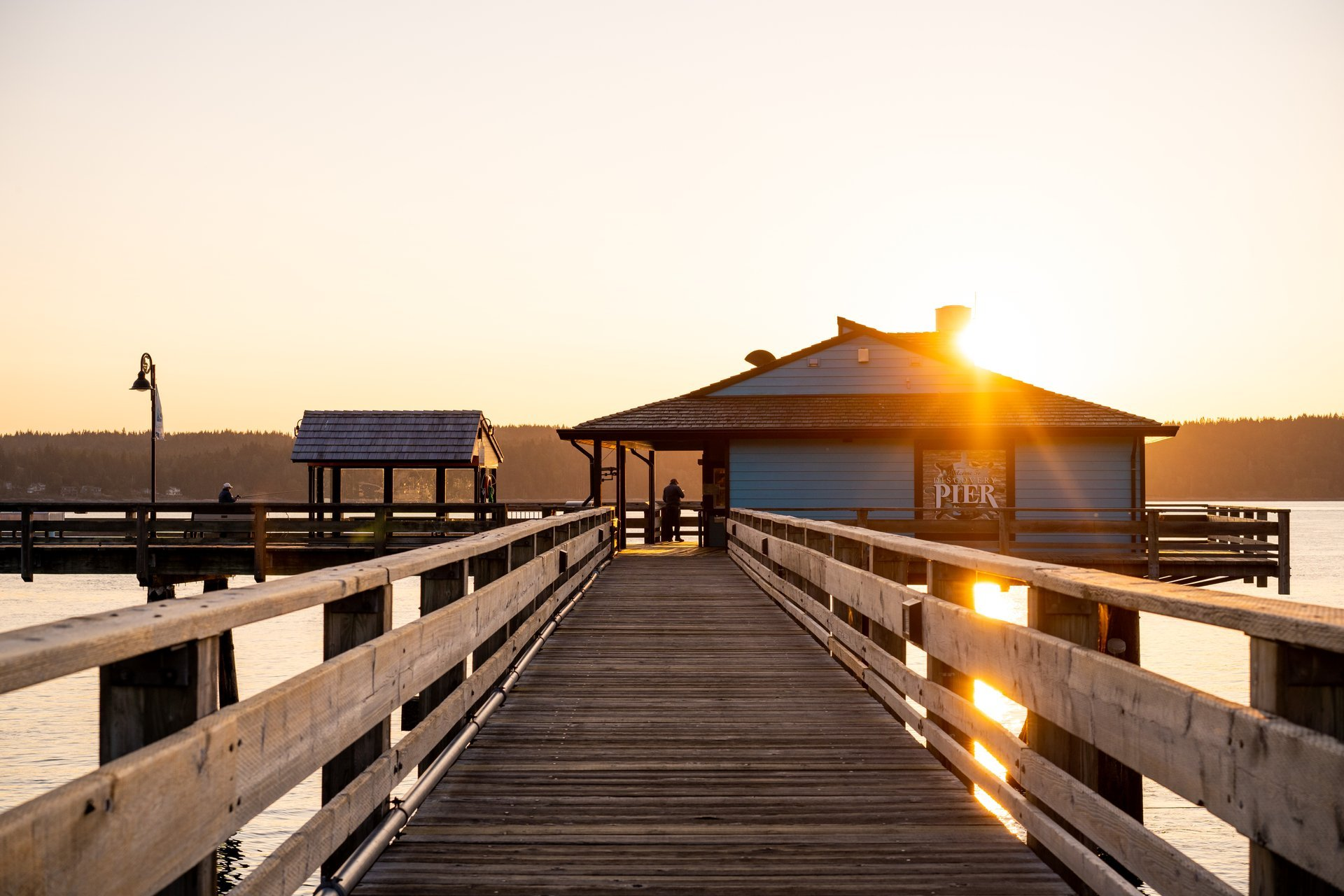 Head to the Discovery Fishing Pier at sunrise for a quintessential Campbell River moment. Image Credit: Tyler Cave